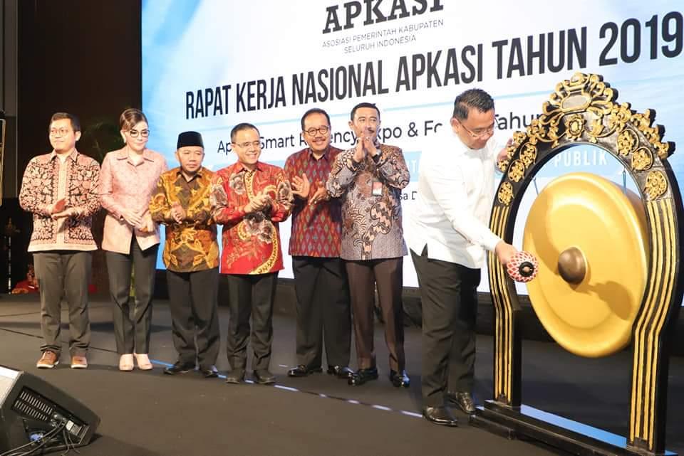 Bupati MinselTetty Paruntu, Hadiri Rakernas APKASI di Bali