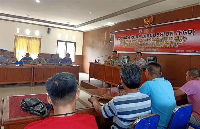 Disambut Kapolres,  Tim Pendata Strategi Manajemen Media tingkat Polres Kunjungi Polres Minahasa