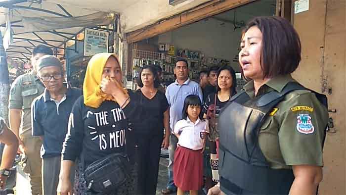 Satpol PP Kota Manado Tertibkan Pedagang K5 di Pasar 45 dengan Cara Persuasif