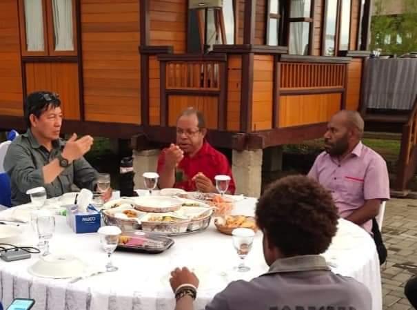 Diskusi Bersama Wali Kota Vicky Lumentut, Tokoh Papua dan Mahasiswa Papua di Manado