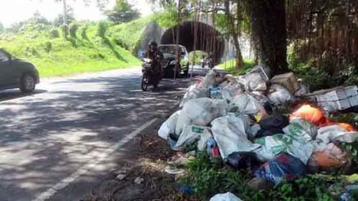 DLH Manado Minta Warga Jangan Buang Sampah di Jalan Ring Road