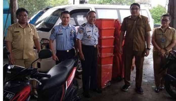 Rutan Klas IIA Manado Terima Bantuan 8 Unit Tempat Sampah dari DLH Manado