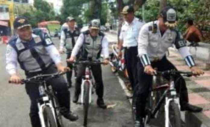 Tim Patroli Sepeda Dishub Manado  Atasi Parkir Liar