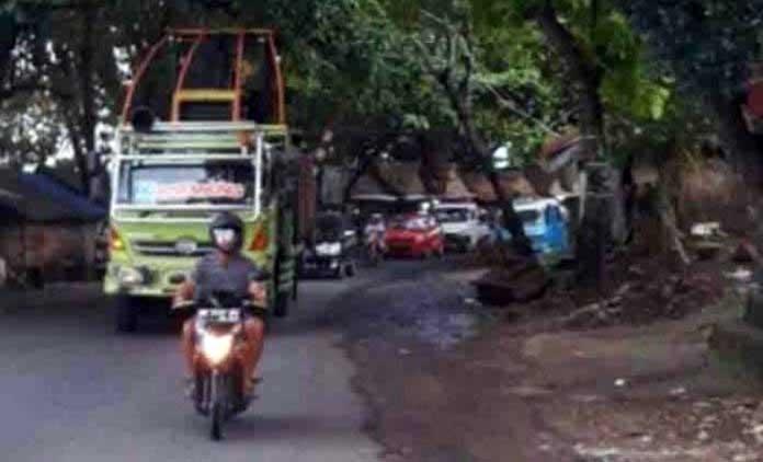 Aksi Truk Tonase Besar Langgar Perwako 53/2013