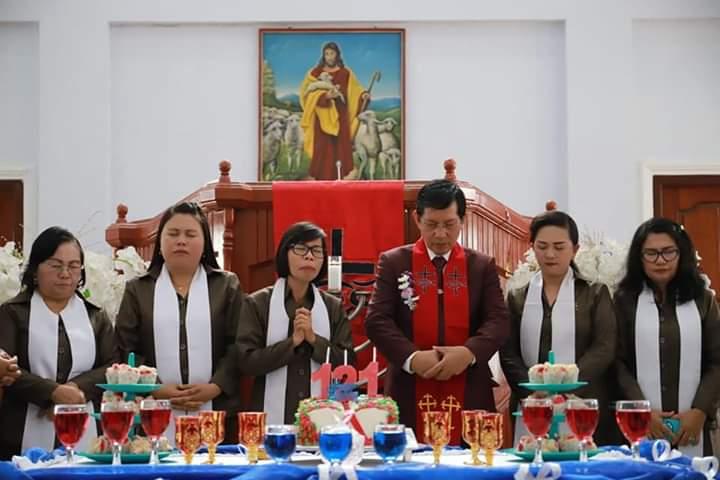 Pnt Vicky Lumentut Hadiri Ibadah HUT Ke-121 Jemaat GMIM Petra Tountimomor