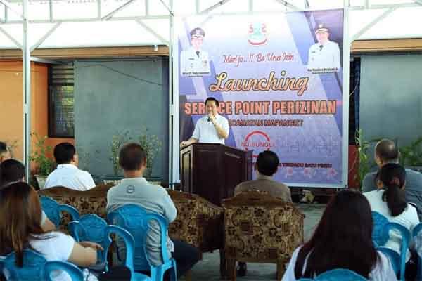 Wawali Mor Bastiaan Resmikan Service Point Pelayanan Perizinan Kecamatan Mapanget