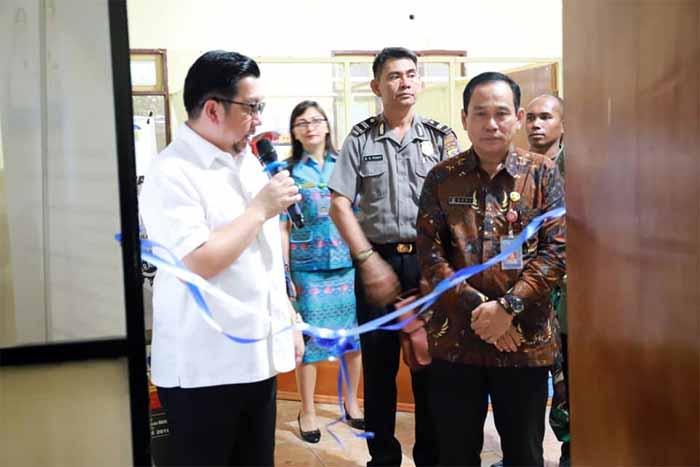 Beri Pelayanan Prima Bagi Masyarakat, Wawali Mor Bastiaan Resmikan Service Point Perizinan di Kecamatan Tuminting