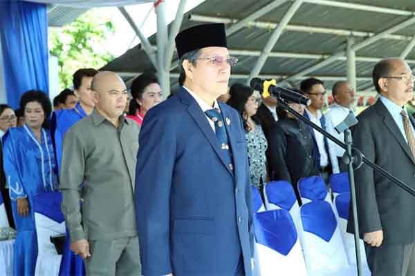 Bacakan Sambutan Mendikbud RI, Wali Kota Vicky Lumentut Irup Dalam Upacara Hari Guru Nasional 2019