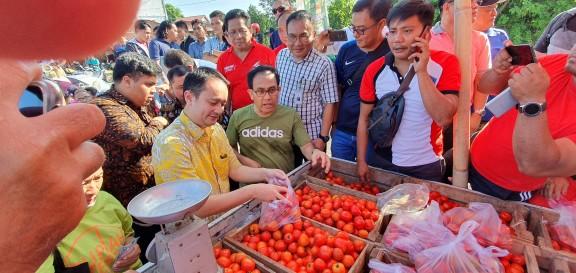 Wamendag RI, Jerry Sambuaga Sidak Pasar Tradisional dan Ritel Modern di Manado