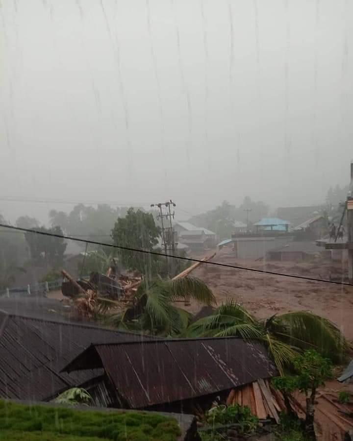 Banjir Bandang Serta Tanah Longsor Porak-Porandakan Desa Lebo Kecamatan Manganitu