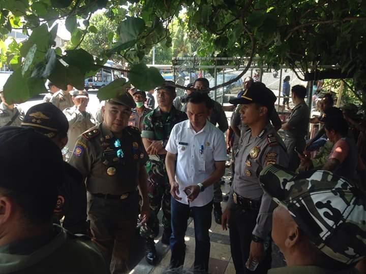Kasatpol PP Manado Pimpin Penertiban di Boulevard 2. Waworuntu: Kami Gunakan Cara Persuasif dengan Senyum