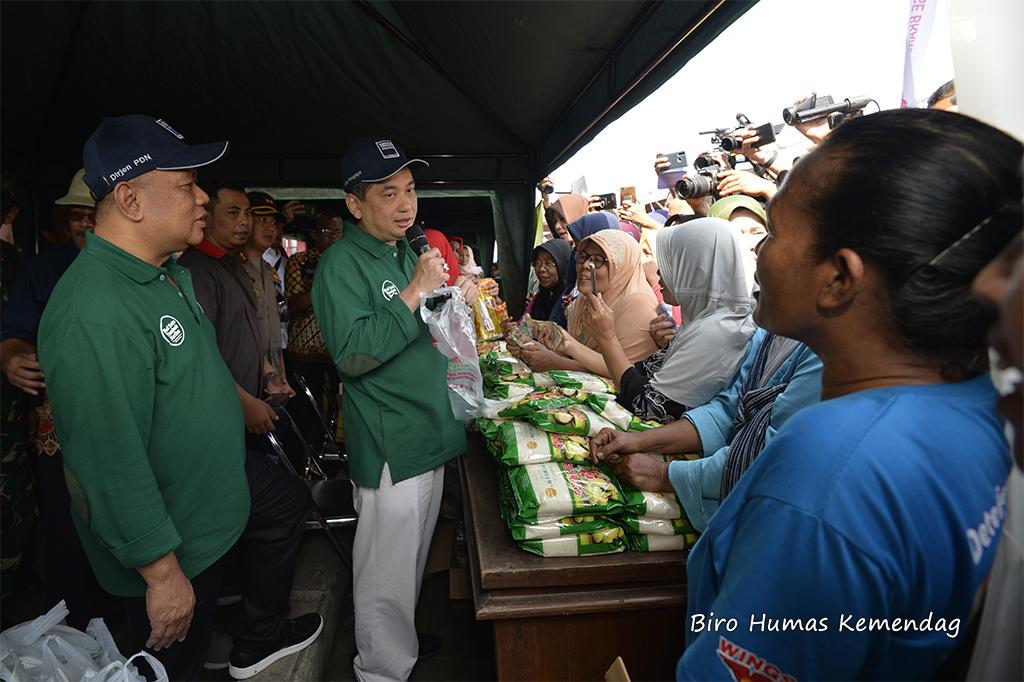 Mendag Pantau Harga Bapok serta Operasi Pasar di Pasar Sido Makmur, Blora, Jawa Tengah
