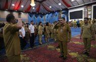 Wakili Wali Kota Manado, Sekda Lakat Pimpin Apel Perdana. Serahkan SK THL Secara Simbolis
