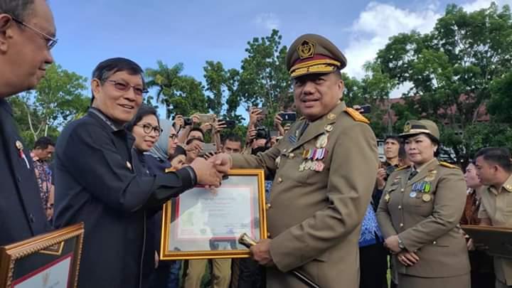 Diserahkan Gubernur Sulut, Wali Kota Vicky Lumentut Terima Penghargaan Sebagai Pembina K3 Tingkat Kabupaten/Kota