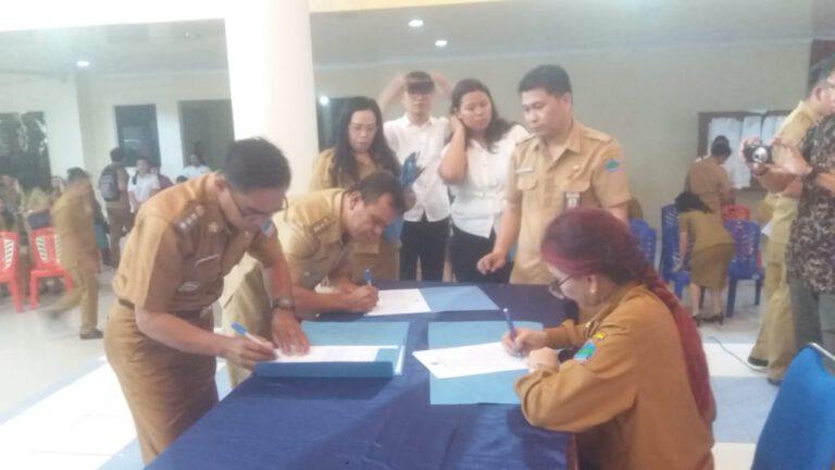 Pejabat Pemkab Minut Tandantangani Pakta Integritas