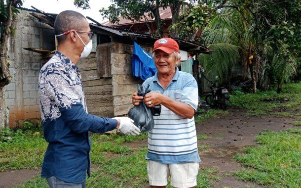 Merasa Terpanggil, Rahman Ismail Berikan Bantuan Sembako ke Masyarakat