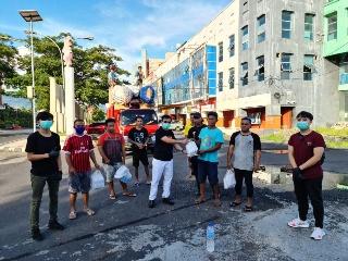 Aksi Kepedulian IMA Sulut. Bagikan Bantuan untuk Petugas Kebersihan dan Sopir Angkot