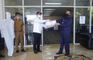 Wakili Wali Kota GSVL, Wawali Mor Bastiaan Terima Bantuan 500 APD dari My Home Manado