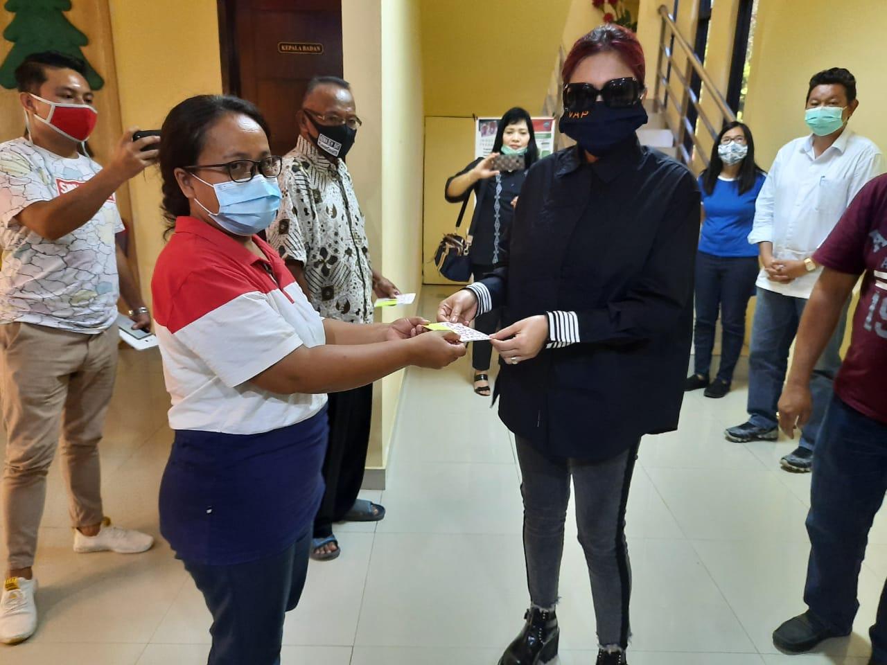 Bupati VAP Serahkan Bansos Dana Duka ke 637 Ahli Waris