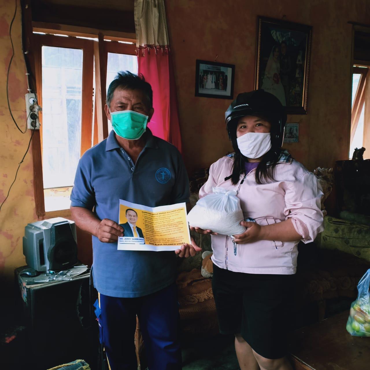 Wakil Menteri Jerry Sambuaga Berikan Bantuan Sembako dan Alat Kesehatan untuk Warga Minahasa