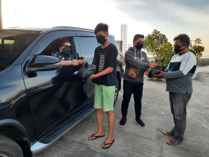 Dihadang Masa Saat Berikan Bantuan, VAP Langsung Sentuh Warga Kota Manado