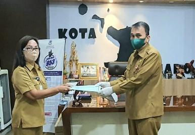 Wakili Wali Kota GSVL, Sekda Lakat Lantik Ranny Lumentut Sebagai Plt Kadis Perpustakaan dan Arsip Pemkot Manado
