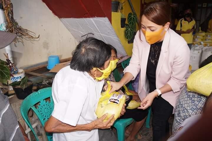 MEP Berbagi Bantuan APD untuk Warga Minsel