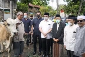MDB-HJP Silaturahmi di Dua Mesjid. Serahkan Bantuan Sapi Kurban