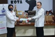 Wakili Wali Kota Manado, Sekda Micler Lakat Serahkan Surat Perintah Plt Kepala DLH kepada Xaverius Runtuwene