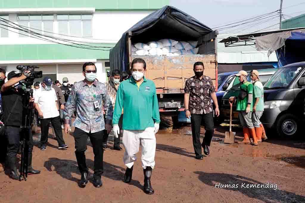 Mendag Agus Suparmanto Pantau Ketersediaan Pasar Beras Induk Cipinang