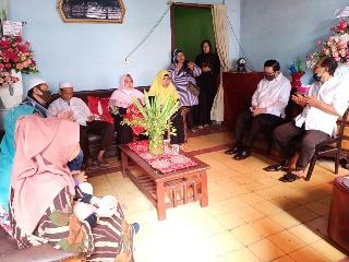 Wakil Wali Kota Mor Bastiaan Melayat ke Rumah Duka Almarhum Abdul Aziz Wakid