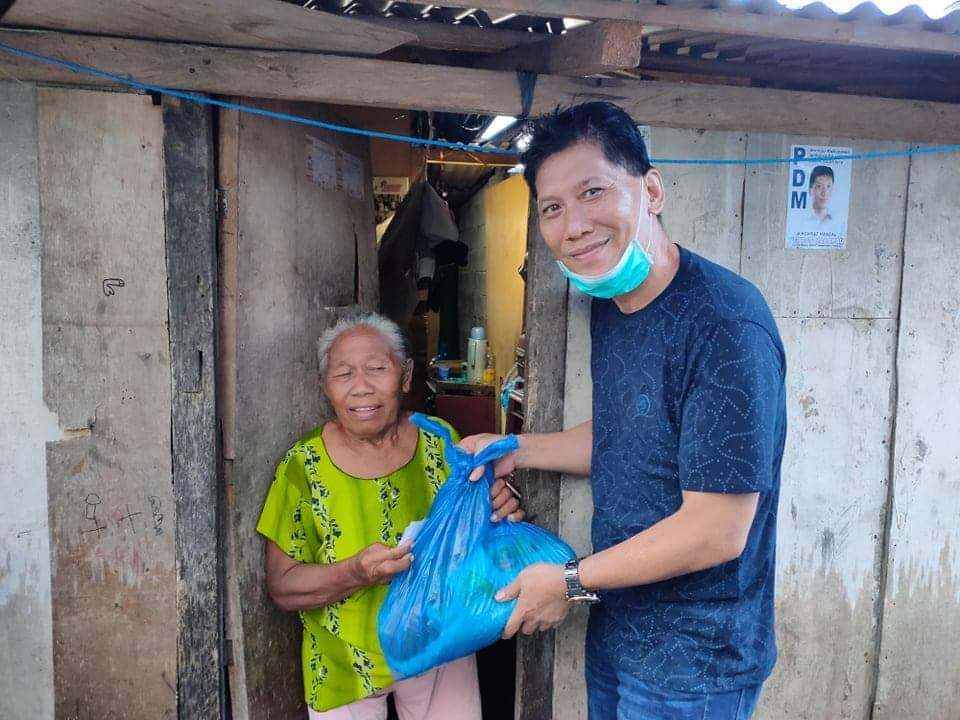 Diguyur Hujan, Tak Urungkan Niat PDM Berbagi di Kampung Ambong