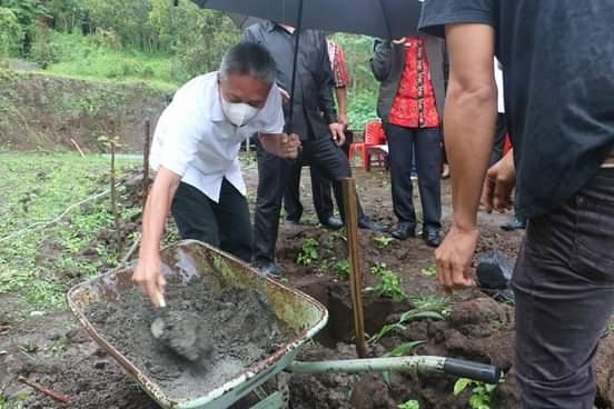 Peletakan Batu Pertama Pembangunan di SMAN 1 Motoling dan SMKN 1 Motoling Timur
