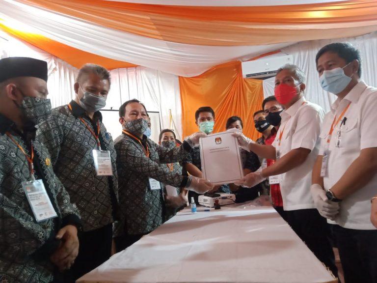 Dikawal Ribuan Massa, Pasangan FDW-PYR Resmi Mendaftar di KPU Minsel