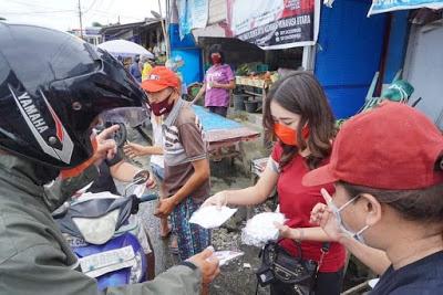 Berbaur Bersama Pedagang di Pasar Laikit, Istri JG Topang Perekonomian di Minut