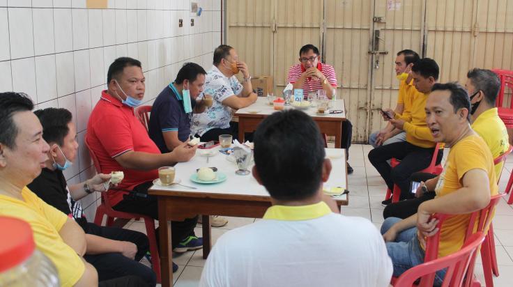 Kedai Kopi Topas Amurang Jadi Saksi, Akhirnya Sejumlah Pejabat Minsel Mulai Carmuk Kepada Bupati M2O