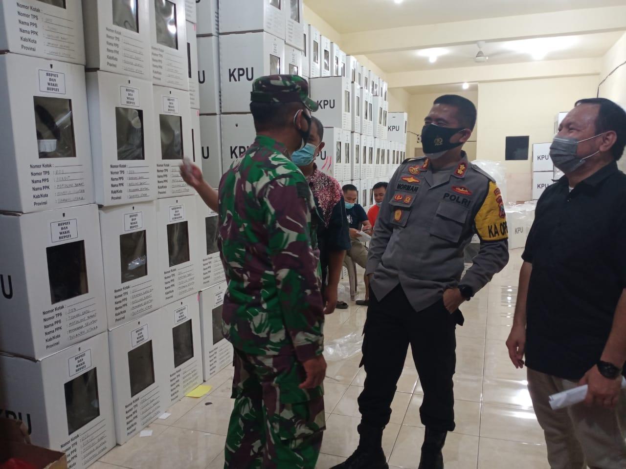 Pendistribusian Logistik Pilkada dari KPU ke PPK di Kawal Polres Minsel