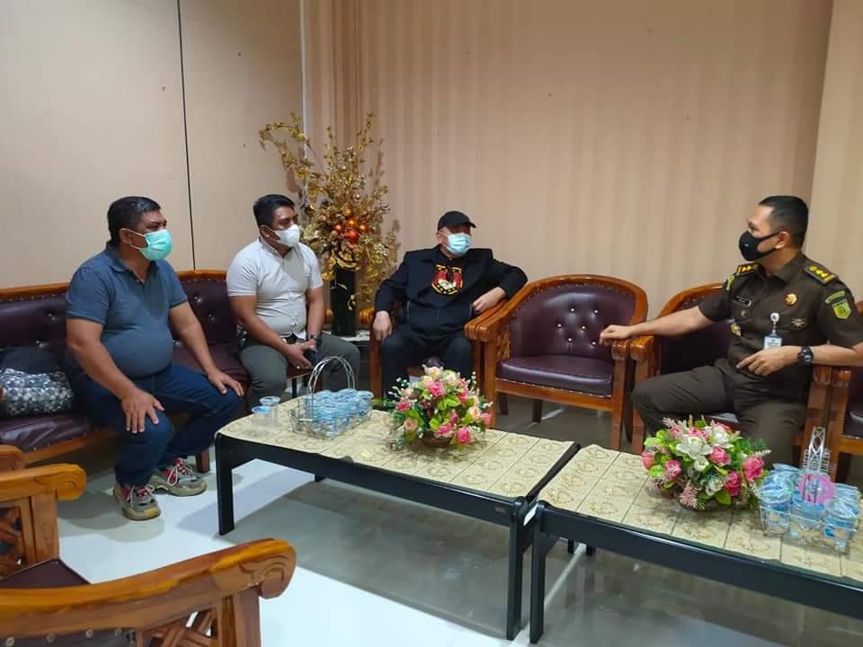 Ketum DPP LMI Hanny Pantouw Bersama Aktivis Anti Korupsi Sambangi Kejati Sulut