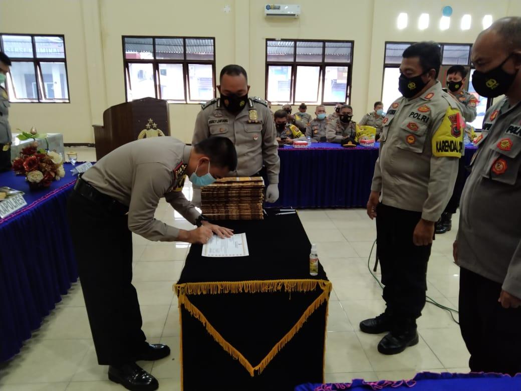 Kapolres Minsel pimpin Sosialisasi dan penanda tanganan Pakta Integritas serta penyerahan DIPA RKA-KL Polres Minahasa Selatan T.A. 2021