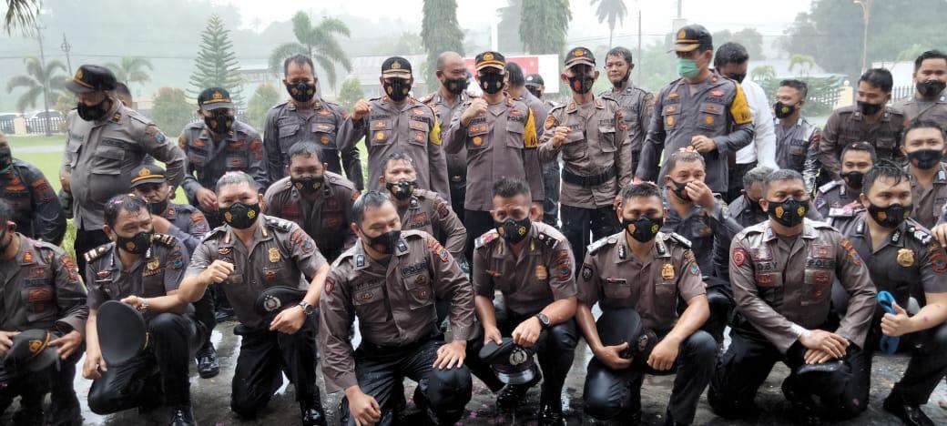 Hujan Awal Tahun Saksi Kenaikan Pangkat 55 Personel Polres Minsel