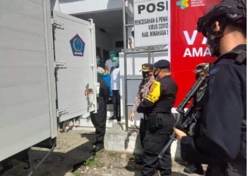 Dikawal Aparat Keamanan, Vaksin Covid-19 Tiba di Kabupaten Minsel