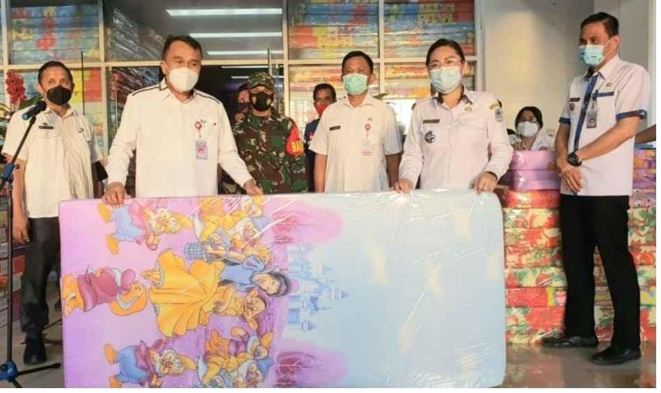 Pemkot Manado Distribusikan Kasur dan Terpal Untuk Warga Korban Bencana