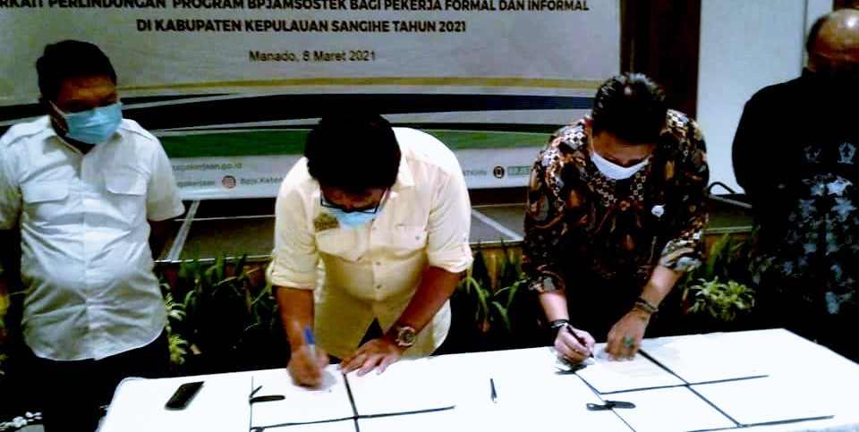 Lindungi Pekerja, Bupati Jabes Tandatangani NKPKS bersama BPJS Ketenagakerjaan