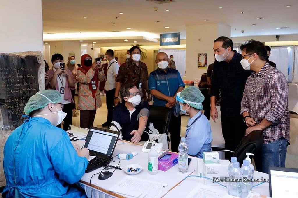 Dukung Program Vaksinasi Nasional, Mendag dan Menkes Tinjau Pelaksanaan Vaksinasi Covid-19 Tahap 1 di Kemendag