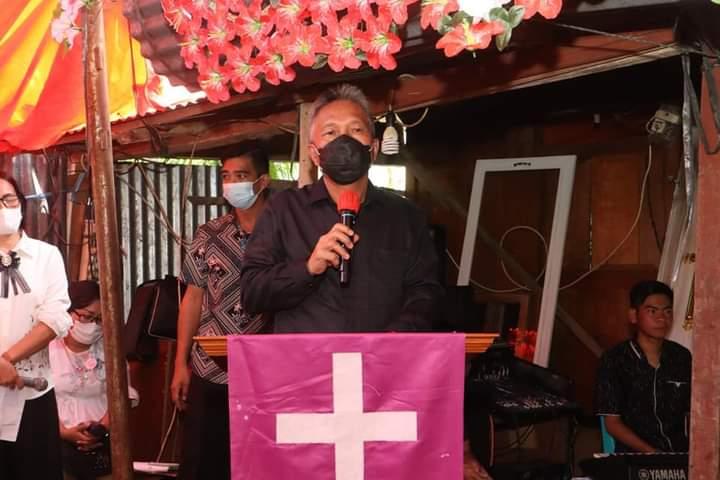 Melayat ke Rumah Duka, Bupati FDW Serahkan Dana Duka
