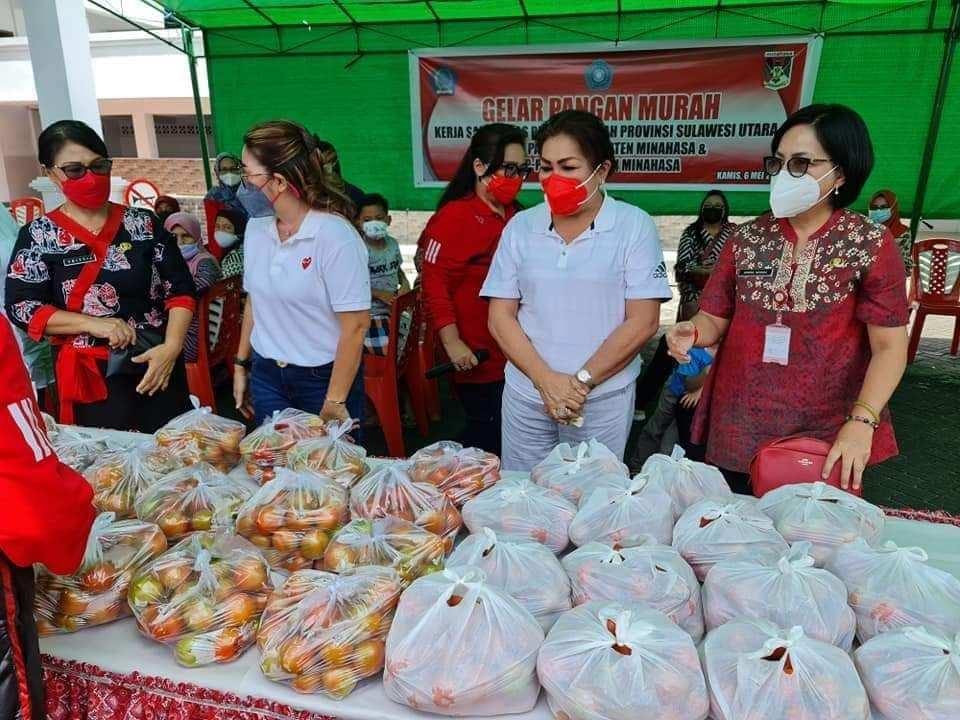 Jelang Hari Raya Idul Fitri, TP-PKK Kabupaten Minahasa Gelar Pasar Pangan Murah