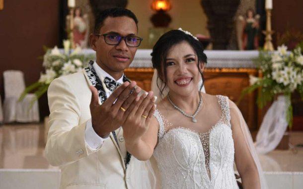 Diberkati 6 Pastor Dan Dihadiri Wawali Mor Sebagai Pencatat Nikah, Laurens dan Lisa Ikrarkan Janji Suci Pernikahan