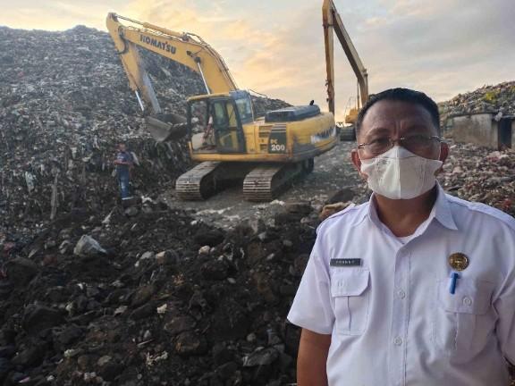 Dipercayakan Wali Kota Atasi Sampah, Franky Porawouw Habiskan 70 Persen Aktivitasnya di TPA Sumompo.