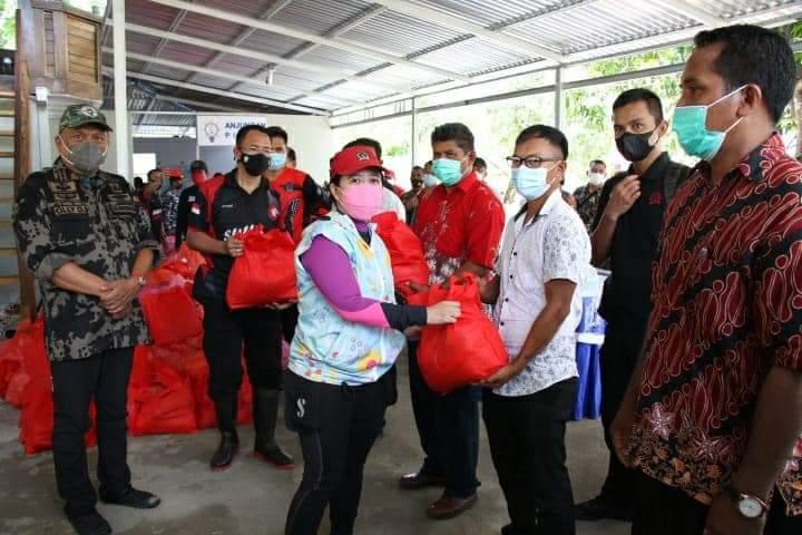 Berikan 950 Paket Bantuan Sembako, Puan Maharani Ingin Warga Pulau Talise Maju