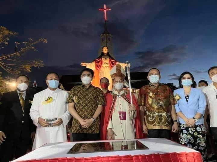 Wali Kota Sosialisasikan Program Vaksinasi Hebat Saat Resmikan Taman Gereja Hati Kudus
